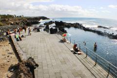 Meerwasserbecken vor Hotel