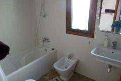 Bad mit Wanne, WC, Bidet, Waschtisch